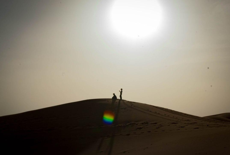 Wüste-Mensch Gegenlicht